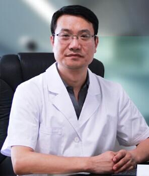 国内知名眼部修复专家朱晓峰博士